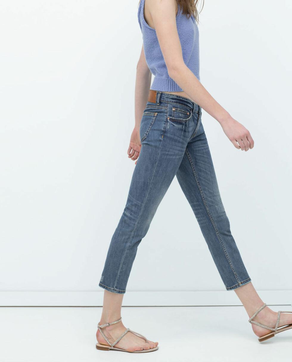 PETIT: Om du er liten burde du velge jeans som er cropped ved anklene. Jeans fra Zara, kr 399.  Foto: Produsentene