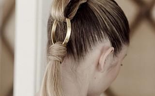 Få lang hestehale med halvlangt hår
