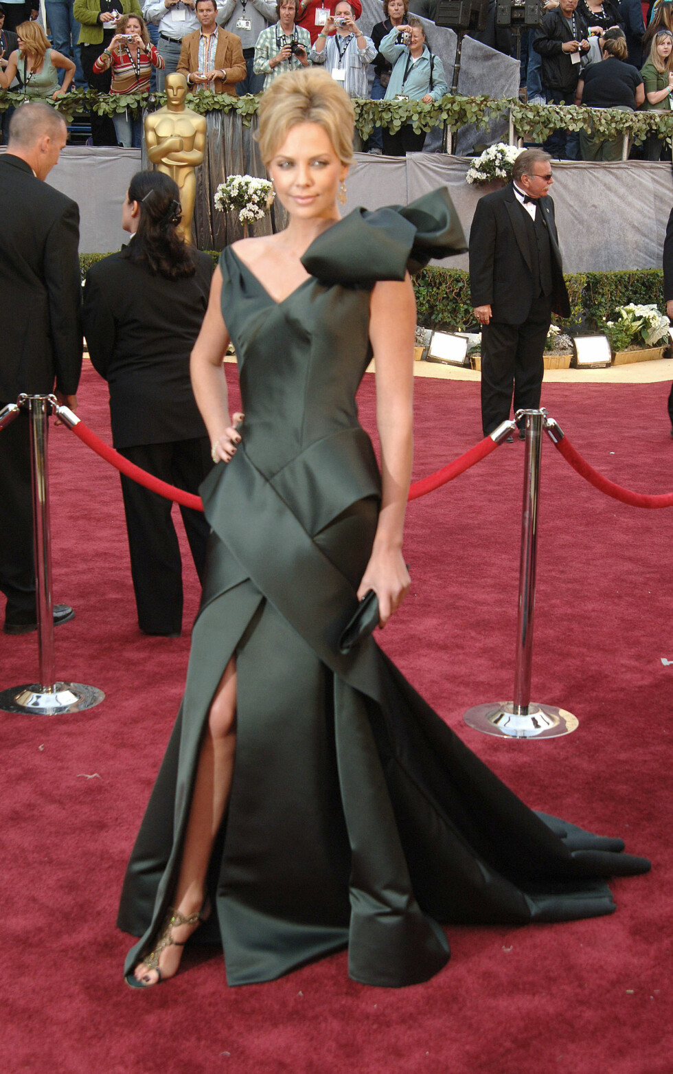 78th Annual Academy Awards held at the Kodak Theater, Hollywood, CA.  on March 5, 2006  Pictured: Charlize Theron Ref: SPL930243  170115   Picture by: Photo Image Press / Splash News  Splash News and Pictures Los Angeles:310-821-2666 New York:212-619-2666 London:870-934-2666 photodesk@splashnews.com  Foto: Photo Image Press / Splash News/ All Over Press