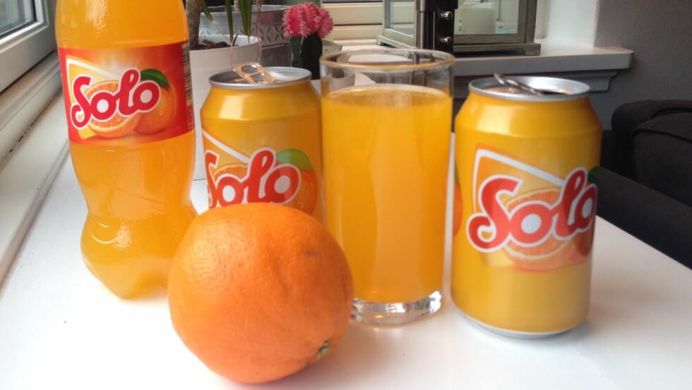 SOLO: Nordmenn elsker påske - og hva er den vel uten Solo, kvikklunsj og appelsiner? Faktisk drikker nordmenn hele 5 millioner liter av appelsinbrusen i påske-måneden.  Foto: Tone Ruud Engen