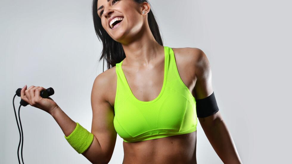 TREN UANSETT HVOR DU ER: Klart du kan trene selv om du ikke har med deg joggesko! Foto: studio1901 - Fotolia