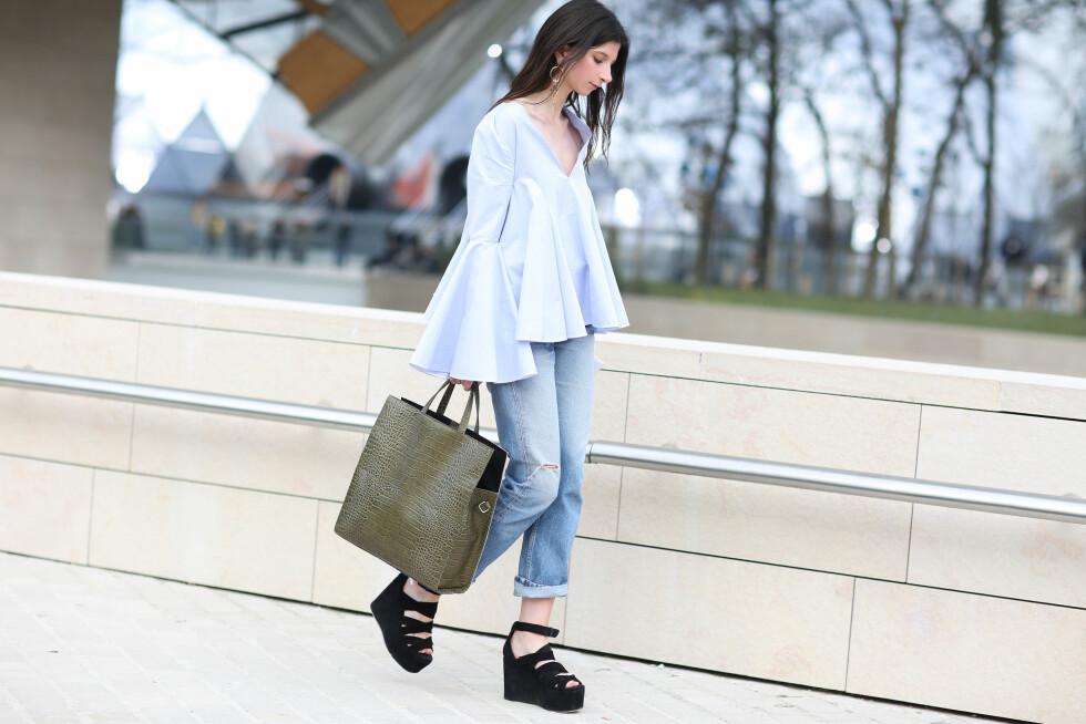 Jeans i lys vask er den enkleste måten å inkorporere pastellfarger i antrekket - men kombiner det gjerne med flere plagg i duse farger.   Foto: Scanpix