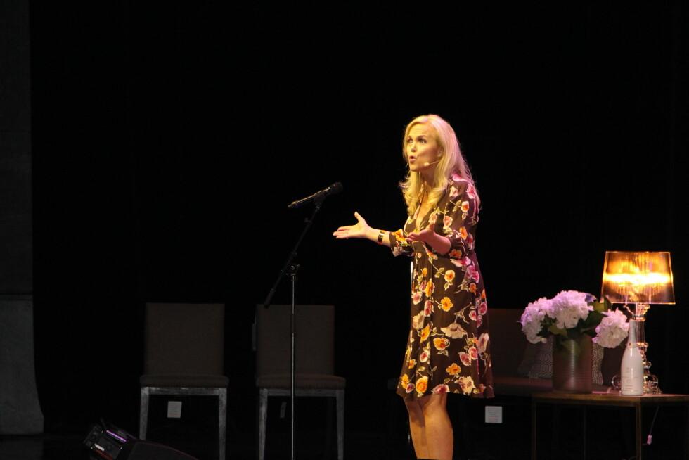 HOLDT FOREDRAG: Guri Schanke delte sine egne erfaringer fra scenen på KK-dagen. Foto: KK.no