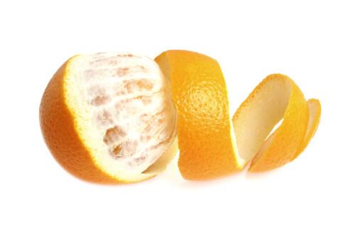 SPIS ALT: Spiser du hele appelsinen (ikke skallet, altså) får du med det alt det sunne fiberet i frukten også. Foto: Fotolia