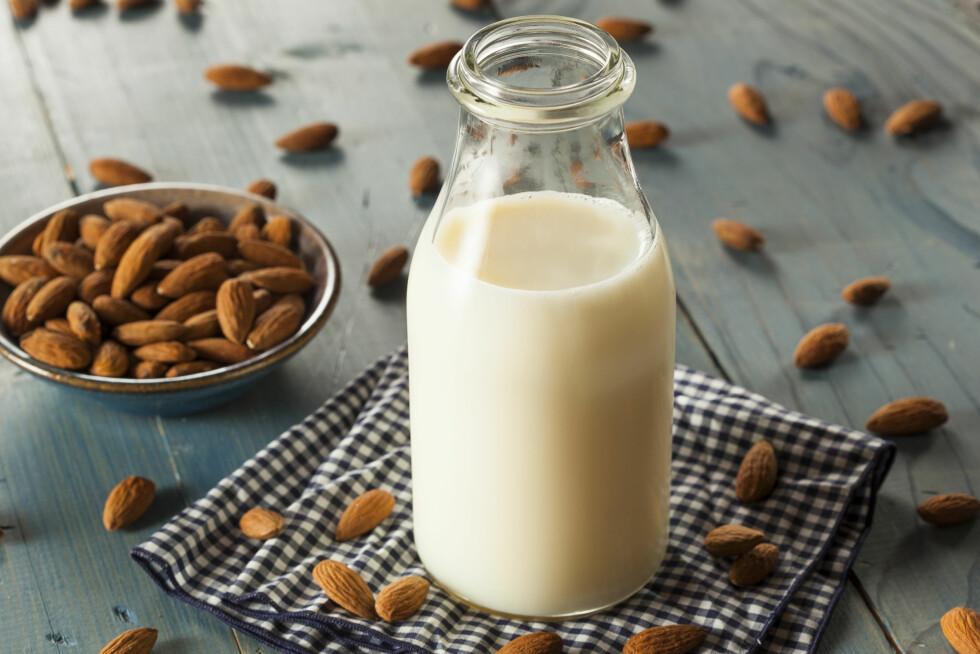 HJEMMELAGET MANDELMELK: – Mandelmelk er et supert alternativ. Fordelene med mandelmelk er at det gir deg ca 25 prosent av dagsbehovet med vitamin D, cirka 10 prosent av A-vitaminbehovet og 50 prosent av E-vitaminbehovet. I tillegg dekker det cirka 20 prosent prosent av ditt daglige behov for kalsium, sier treningsekspert Helle Bornstein.  Foto: Fotolia