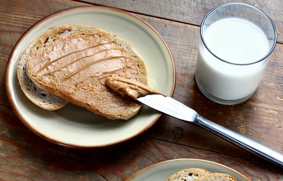 SUPERT PÅLEGG: Peanøttsmør er et næringsrikt og sunt pålegg, selv om det er kaloririkt. Foto: themalni - Fotolia