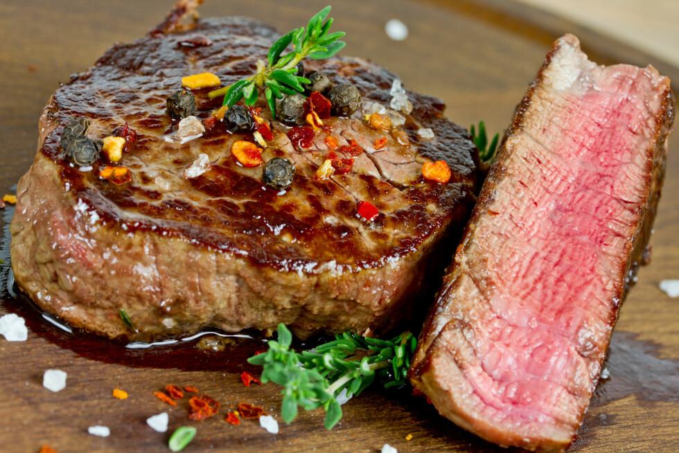 FETTMYTE: Rent biffkjøtt er slettes ikke fullt av fett. Noe du får i deg mye av ved å spise litt rødt kjøtt, er jern – og det trenger vi kvinner ofte mer av.  Foto: Thomas Francois - Fotolia