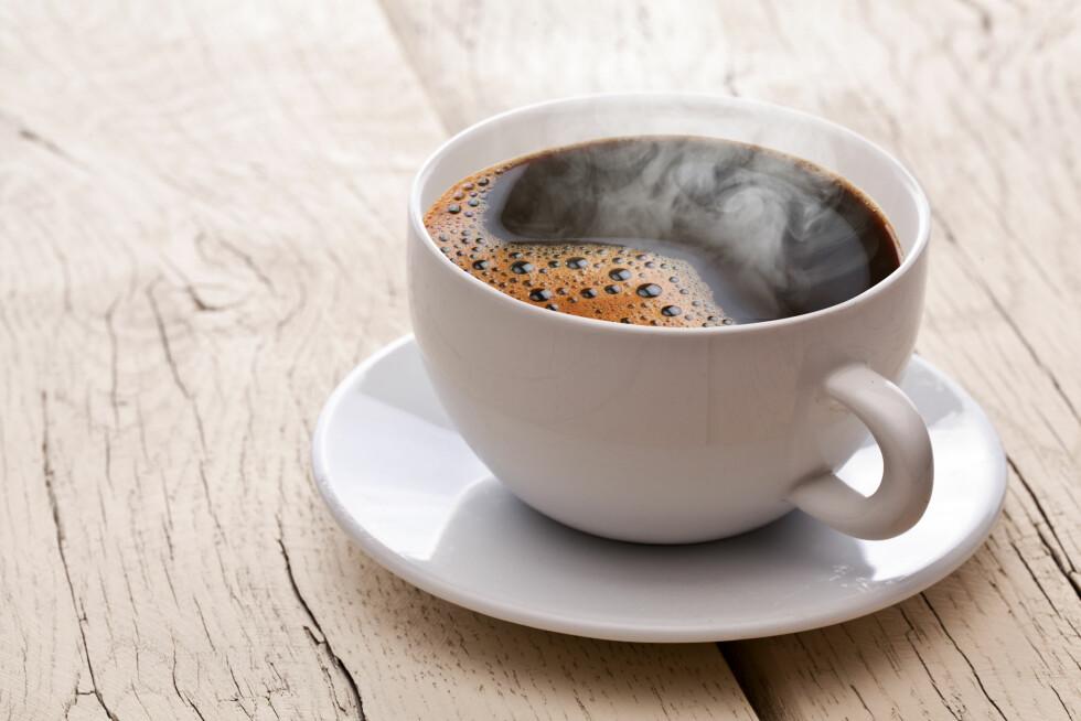 OPPKVIKKENDE: Mange merker at det gir dårligere søvnkvalitet å innta mye kaffe om kvelden, men så lenge du drikker den tidligere på dagen, er det ikke skadelig med kaffe. Drikken er faktisk full av antioksidanter og har en oppkvikkende og skjerpende effekt. Foto: volff - Fotolia