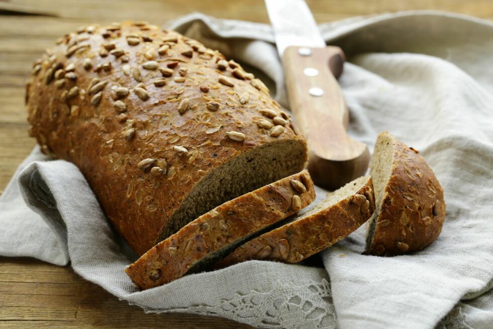 VELG GROVT: Velg grove brødtyper, så får du i deg en hel del sunne næringstoffer.  Foto: dream79 - Fotolia