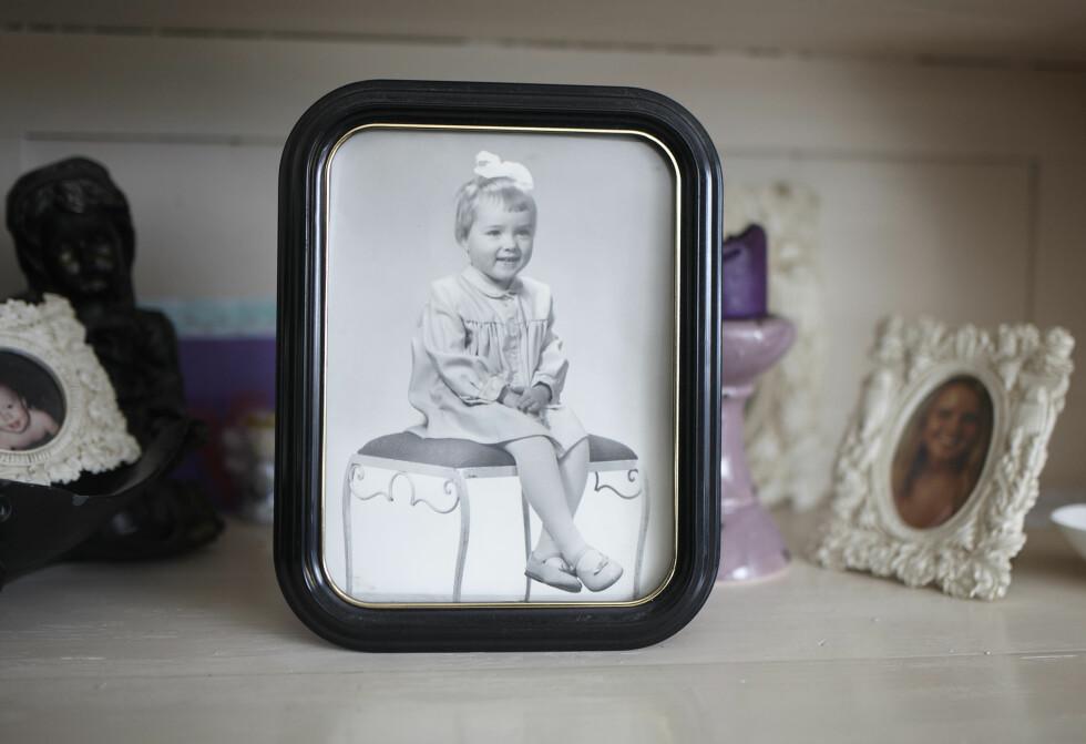 MED LIVET FORAN SEG: Lillian, tre år gammel, fra da hun fortsatt bodde på barnehjem. Heller ikke de fem årene hun bodde her, var slik de burde være for en liten jente. I voksen alder har Lillian fått en uforbeholden unnskyldning og en økonomisk oppreisning fra Trondheim kommune for de fem årene hun var under barnevernets omsorg og bodde på barnehjem. I 2011 fikk hun også billighetserstatning for tiden hun var under morens omsorg. Foto: Geir Dokken / All Over Press Norway