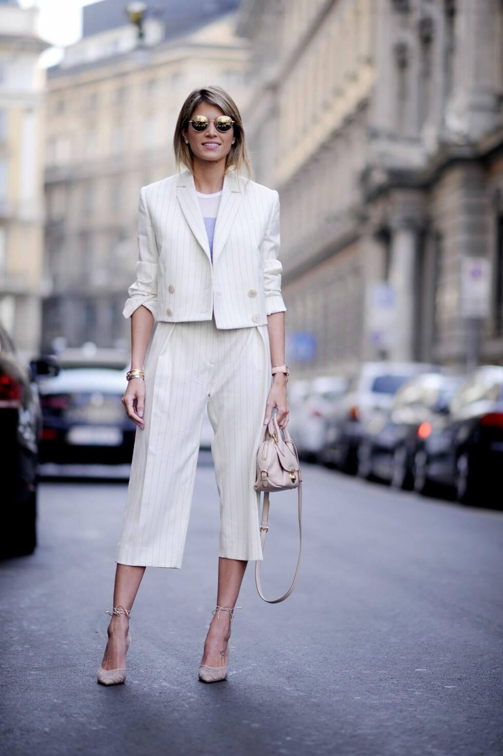 Den korte jakken kan også være i blazer-variant til sommerens feminine dresser.  Foto: All Over