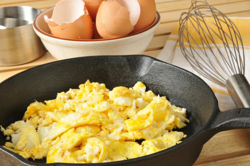 TOFARGET: Om du ikke visper eggene godt nok, vil du få hvite biter i eggerøren, og den blir ikke skikkelig luftig. Foto: MSPhotographic - Fotolia