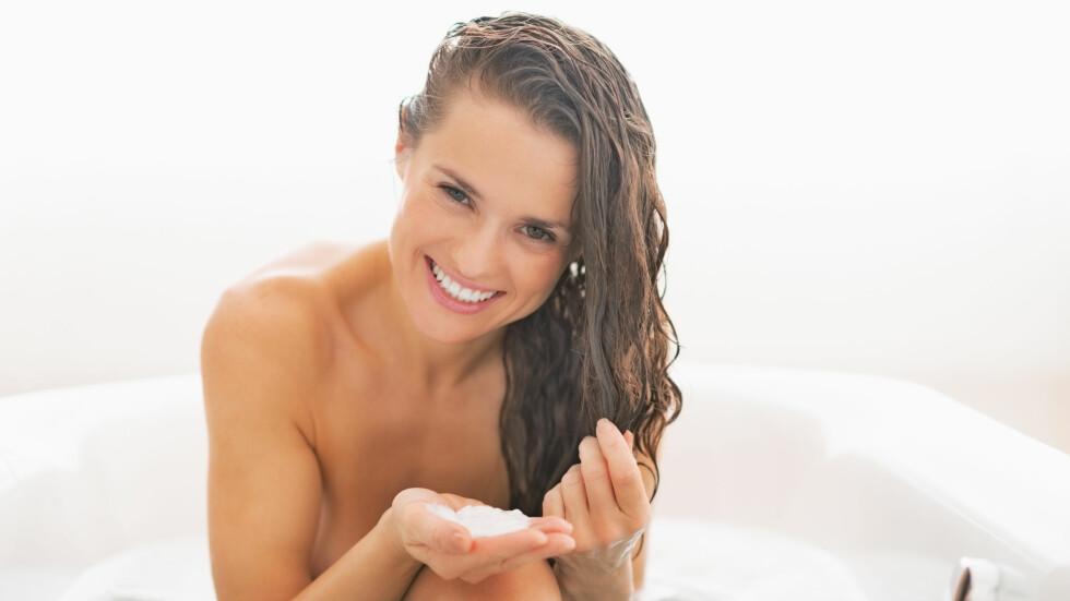 KUR HÅRET: Hvorfor ikke kure håret mens du sitter i badekaret eller rett og slett gjør noe helt annet? Da går ventetiden fortere.  Foto: Fotolia