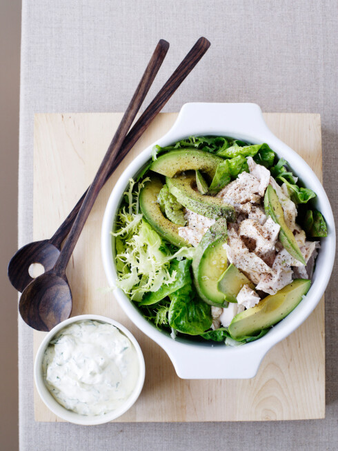 SALAT-KLASSIKER: Avokado passer i alle salater. Foto: All Over Press