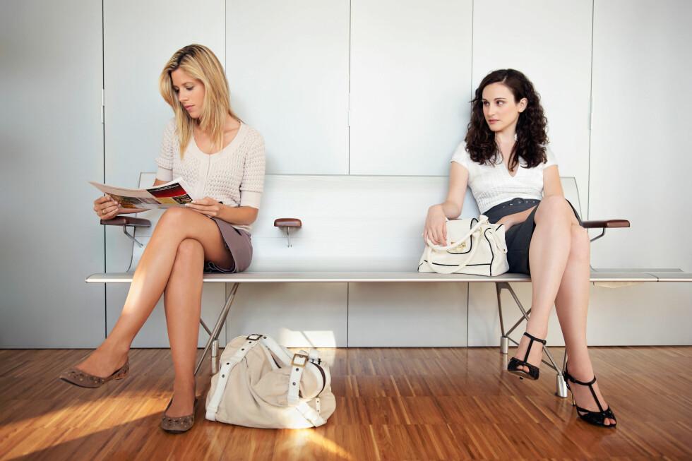 PENERE ENN MEG? Særlig jenter sammenligner seg mye med andre, både når det gjelder utseende, suksess og materielle ting. Dette er ofte et utgangspunkt for misunnelse. Foto: Cultura Creative (RF) / Alamy/All Over Press