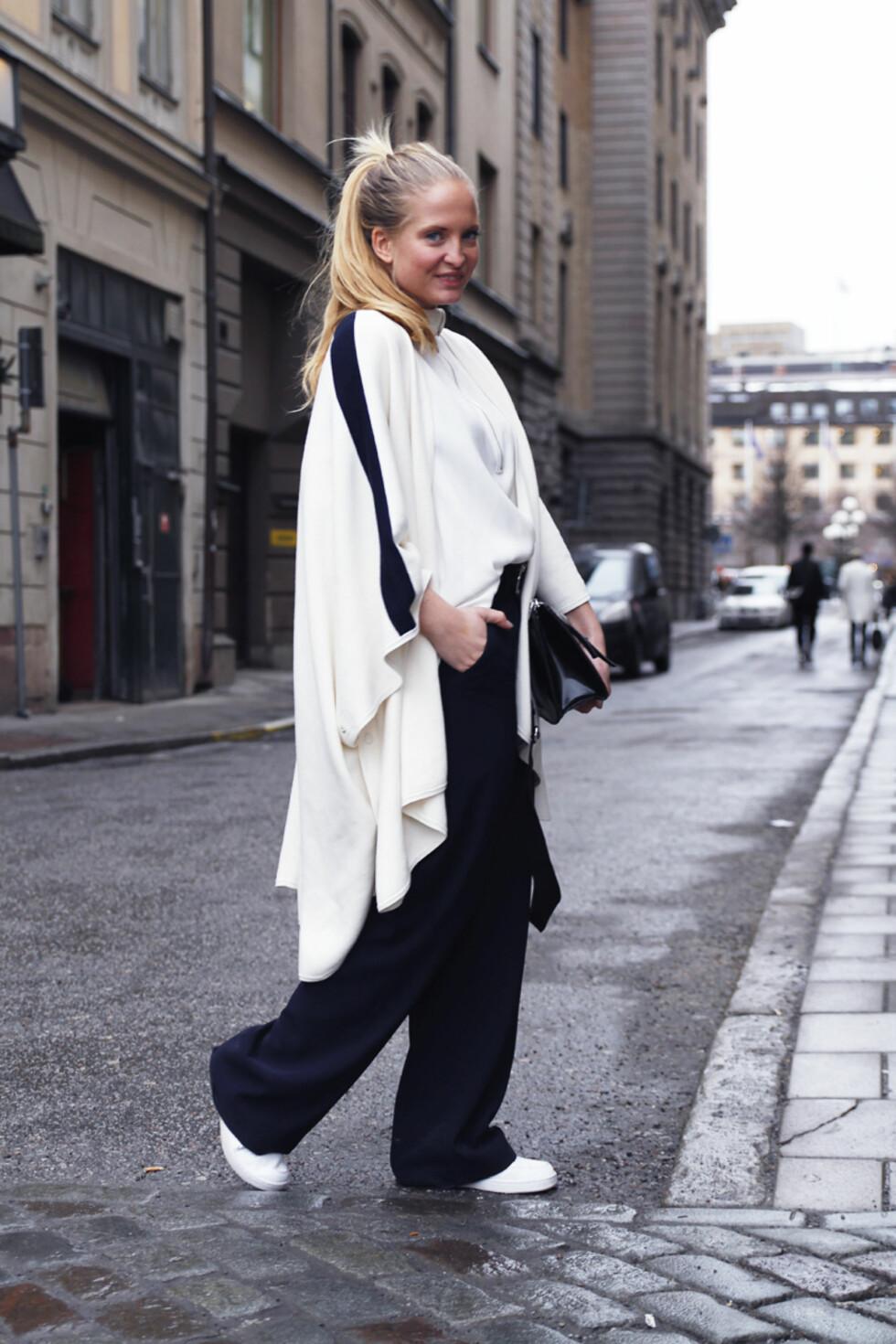 LAG PÅ LAG & OVERSIZED: Nathalie kombinerer gammel og ny trend ved å style antrekket lag på lag med oversized plagg. Foto: Nathaliehelgerud.com