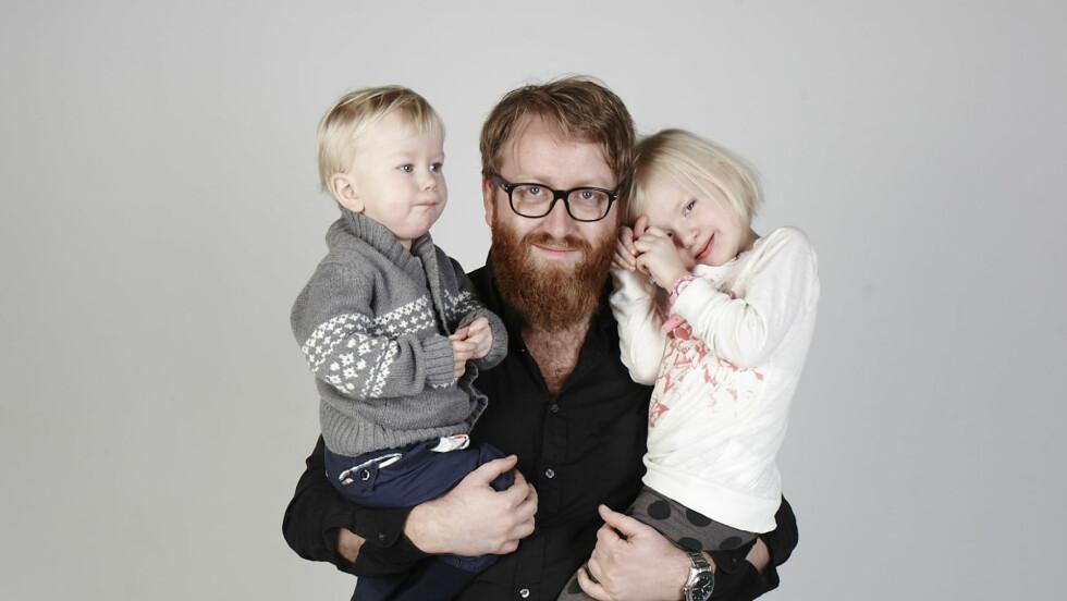 SA OPP JOBBEN: André Løyning (32) er hjemmepappa. Her med Alma (4) og Emil (1 ½) . Foto: Geir Dokken / All Over Press Norway