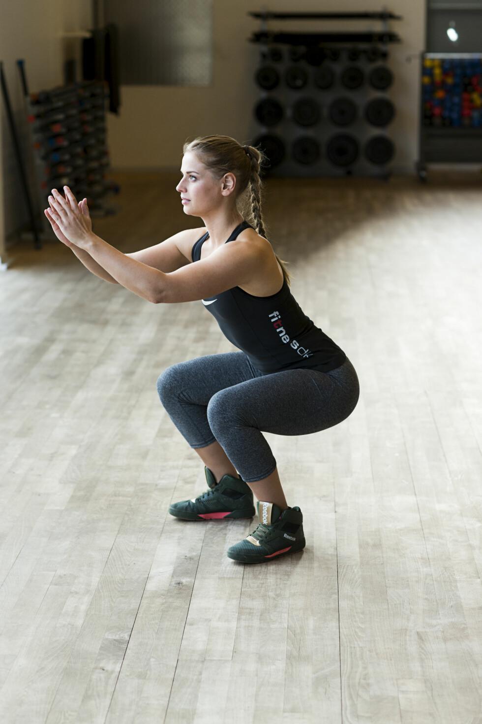 KNEBØY: Denne øvelsen trener rumpe og lår.  Foto: Nellie Møbergn/All Over Press