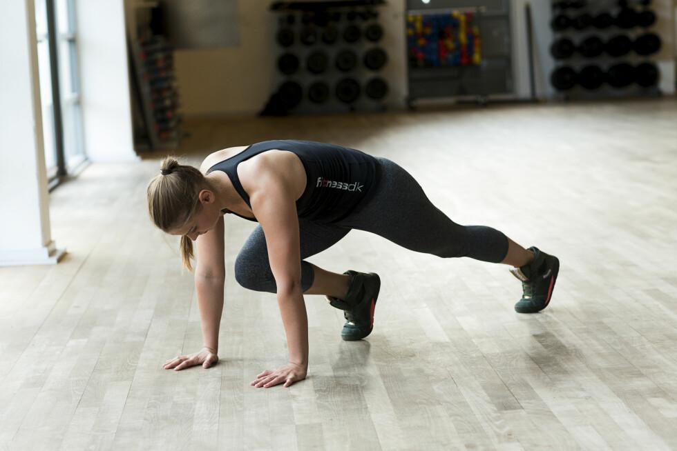 FJELLKLATRERE: Denne øvelsen trener kondisjon og kjernemuskulatur. Foto: Nellie Møbergn/All Over Press