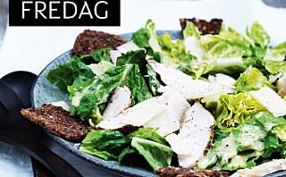Cæsarsalat med kylling og rugbrødchips