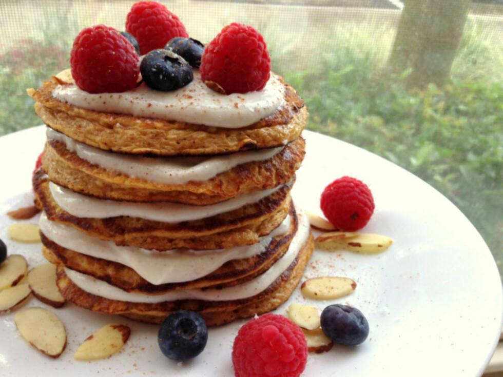 SAFTIG: Søtpotet-pannekakene er naturlig proteinrike, og inneholder mange næringsstoffer i forhold til tradisjonelle pannekaker. Også smaker de himmelsk godt. Foto: Linda Marie Stuhaug