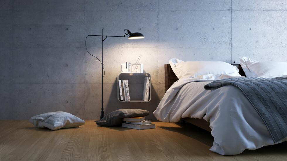 GRÅTT SOVEROM: Det gjør ifølge eksperten ingen underverker for sexlivet å ha denne fargen på soverommet. Foto: Christian Hillebrand - Fotolia
