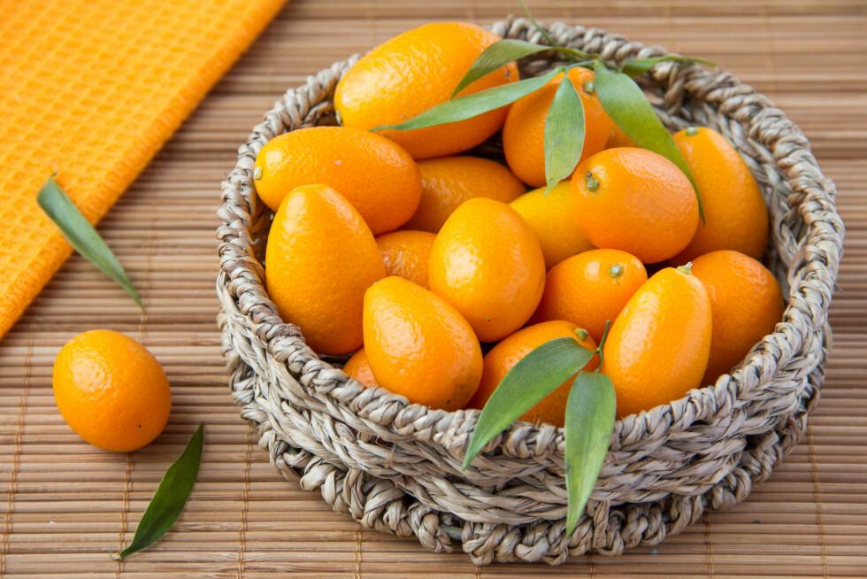 KUMQUAT: Siden kumquat spises med skallet på er den lille frukten er fin kilde til kostfiber som er bra for mage- og tarmfunksjonen vår.  Foto: lapsha_maria - Fotolia