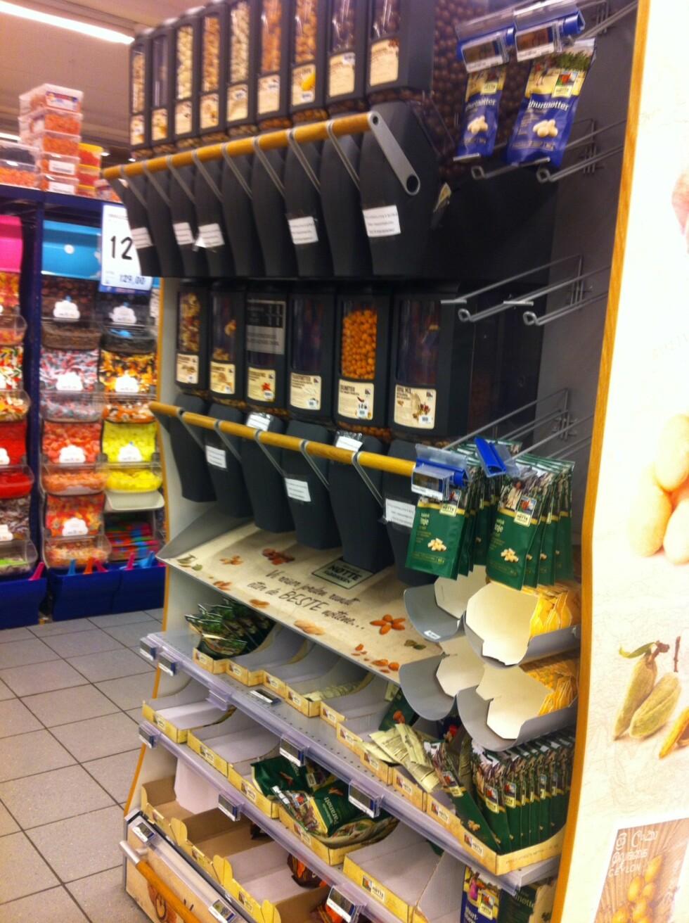 MER HYGIENISK: Noen butikker har byttet ut de gamle selvplukk-boksene med en mer hygienisk variant. Foto: Stine Helén Tunstrøm