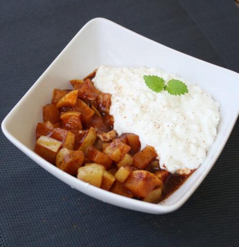 <strong>KARAMELISERTE EPLER:</strong> Ja, det kan være perfekt til frokost - spesielt sammen med yoghurt. I tillegg trenger det ikke ta mer en noen minutter! Foto: lindastuhaug.blogg.no