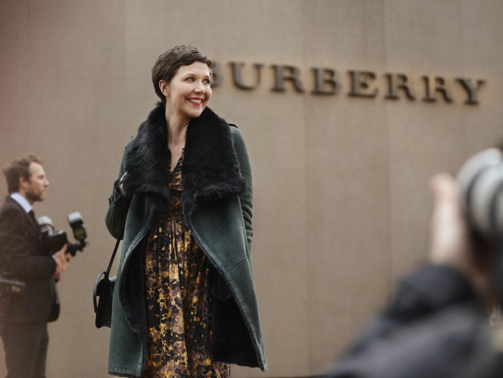 BURBERRY: Maggie Gyllenhaal. Foto: Burberry