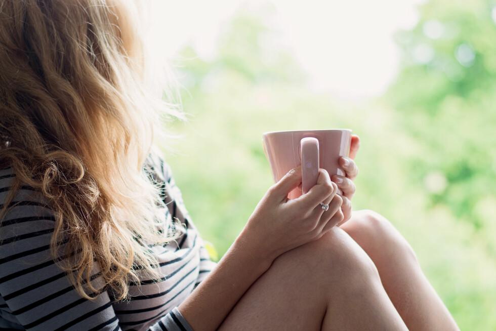 BEDRE HELSE: En studie viser at te-drikkere har bedre helse enn andre. Kanskje det er en god nok grunn til å bytte ut den faste kaffen med en varm kopp te?  Foto: laszlolorik - Fotolia