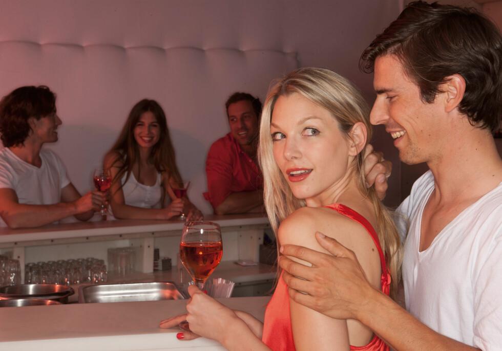 MISFORSTÅR: Forskning viser at menn ofte feiltolker vennlighet som seksuell interesse.  Foto: Westend61 GmbH / Alamy/All Over Press