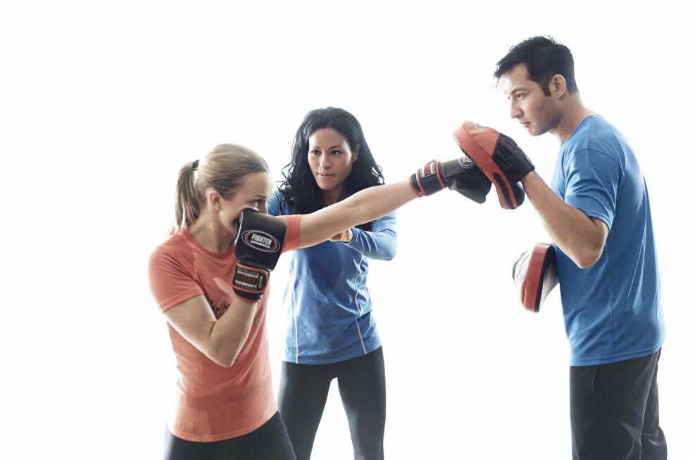 EFFEKTIV TRENING: Under en bokseøkt trener du både styrke, utholdenhet, koordinasjonen og balansen samtidig. Effektivt! Foto: Olav Stubberud