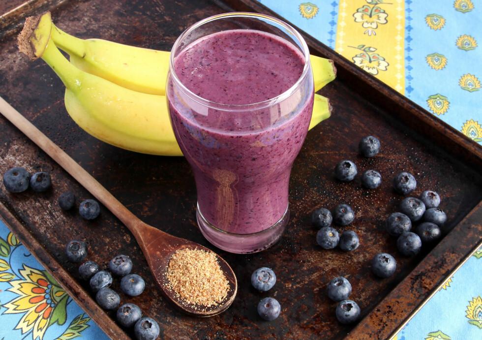 NEVE BLÅBÆR I SMOOTHIEN: Ha en neve blåbær i smoothien. Frosne kan være vel så bra som ferske! Foto: mariemilyphotos - Fotolia