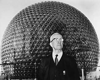 The architect stands in front of his creation, a geodesic dome which acts as the US pavilion at the 1967 World's Fair Familien i glasshuset  Sak i HENNE nr 9 2014 foto: Petter Formo, privat og All Over Press *** Local Caption *** 9.BE043654