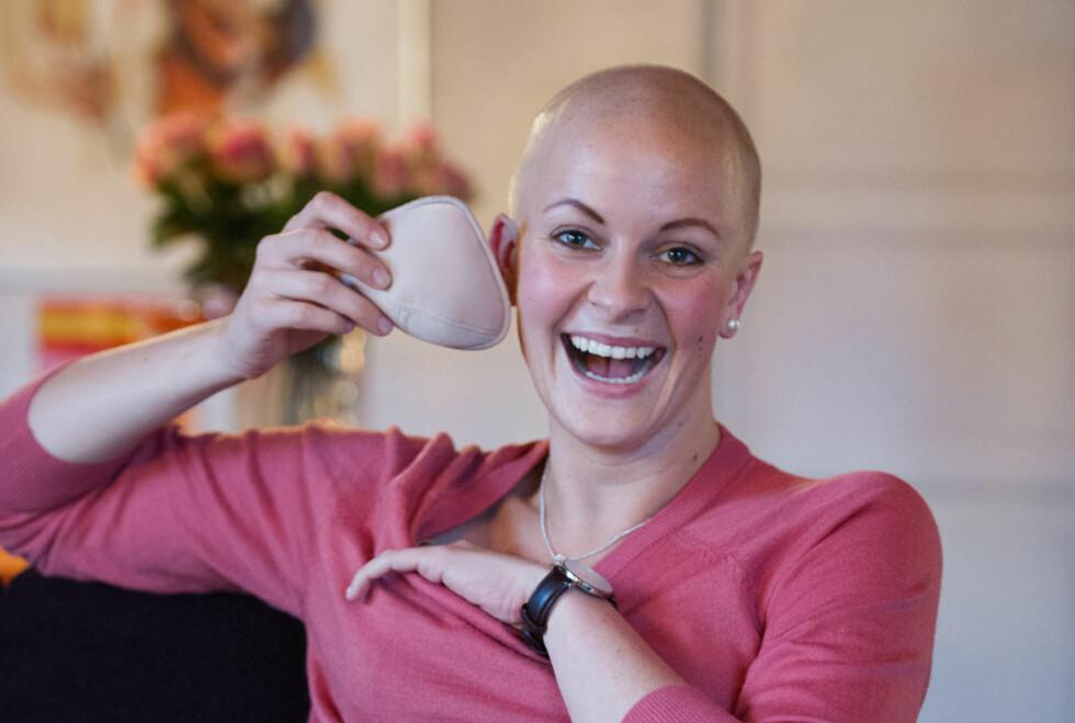 Ane takler kreftsykdommen med humor