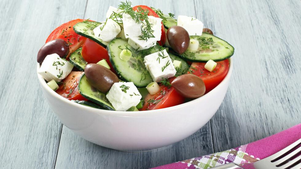 METTENDE: En gresk salat inneggolder faktisk ikke salatblader, men mye annet sunt og godt, som tomat, rødløk, oliven og fetaost. Foto: denio109 - Fotolia