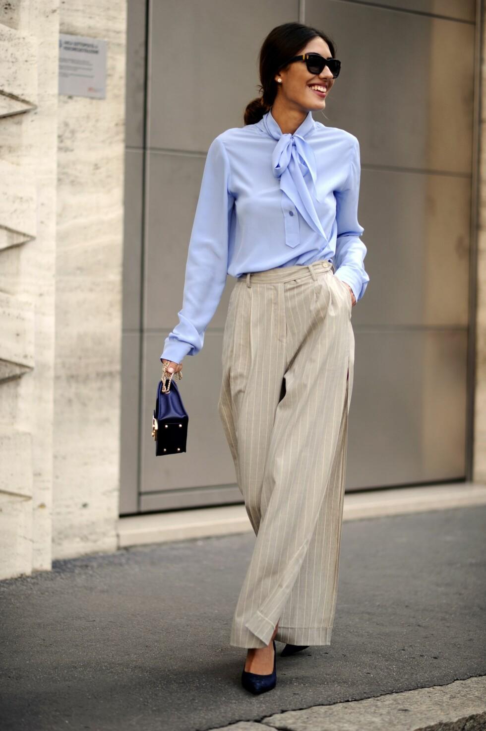 BUKSE: Den lyseblå toppen passer perfekt til fargen på buksen. Foto: REX/Wayne Tippetts/All Over Press