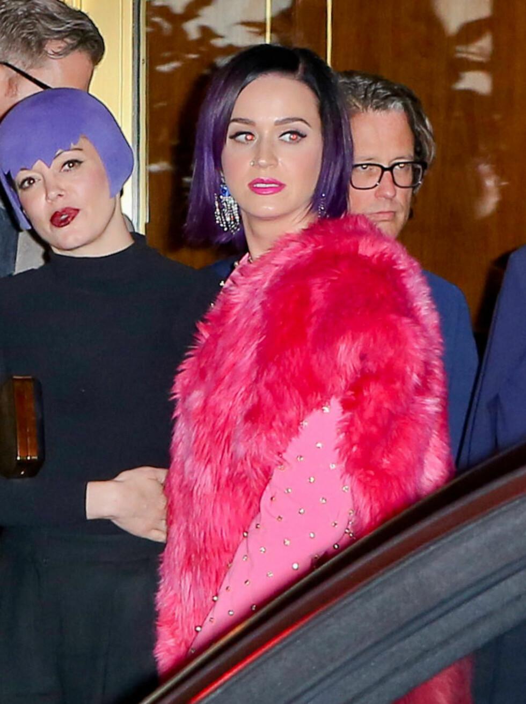 LILLA ER HOT: Å farge håret sitt lilla er noe mange gjør nå, inkludert popstjernen Katy Perry og stilikon Nicole Rochie, men med en hatt så slipper du å ta steget helt ut. Foto: Keith-Nichole-Juliano-FK-Rol/X1/