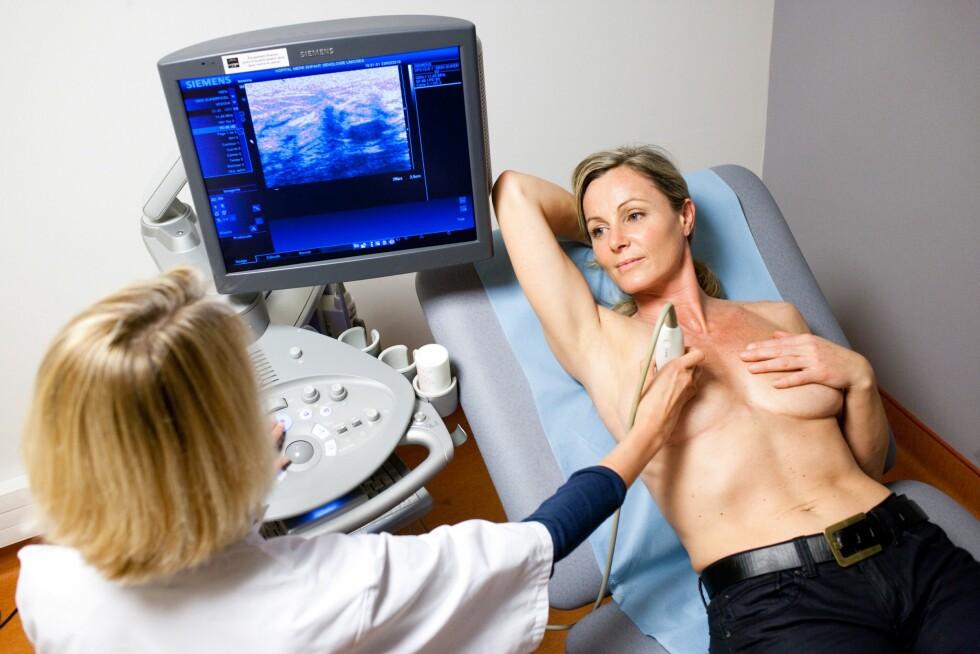 KREFT: Sykdommer som brystkreft og tykktarmskreft kan i noen tilfeller gå i arv, men det er kun mellom fem til ti prosent av krefttilfellene som skyldes arv. Foto: REX/Burger/Phanie/All Over Press