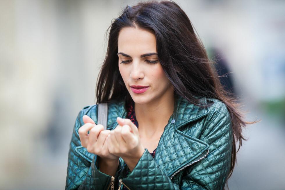 NEGLER: Siden neglene er en del av huden kan en rekke hudsykdommer føre til negleforandringer, men det kan også være et tegn på andre sykdommer i kroppen, eller skyldes vinterkulda. Foto: REX/Garo/Phanie/All Over Press