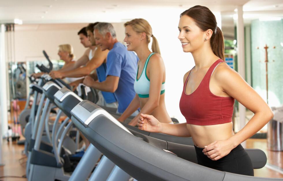INTERVALLER: Skal ned i vekt er utholdenhetstrening med høy intensitet effektivt. Løp for eksempel intervaller på tredemølla.  Foto: Fotolia