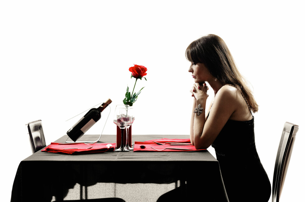 one woman waiting dinning in silhouettes on white background Foto: snaptitude - Fotolia