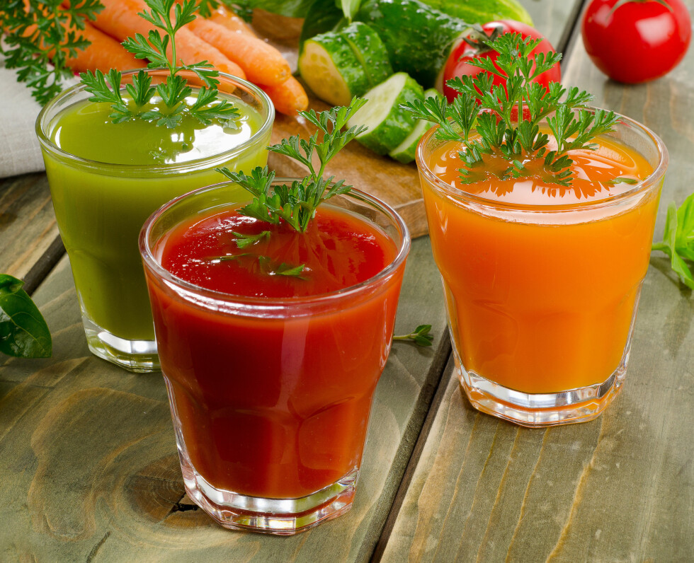 Healthy vegetable  juices on a wooden table. Selective focus Foto: bit24 - Fotolia