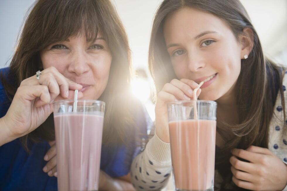 SUKKERFRITT? Det er slett ikke nødvendig å tilsette sukker i en smoothie som er full av frukt og bær. Men noen gjør det likevel. Foto: (c) Jamie Grill/Tetra Images/Corbis/All Over Press