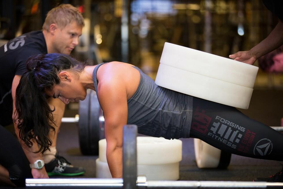 Vi vil trene styrke! Styrketrening blir populært - både med vekter og spesielt med kun bruk av din egen kroppsvekt. Foto: All Over Press