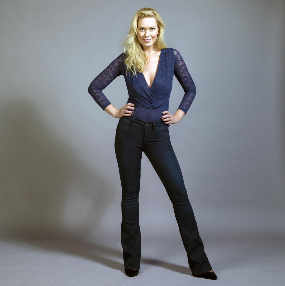 SLENGEN KLER FRAM FORMENE: Blogger og designer Marthe Kveli Valeberg er med i KKs siste jeansguide - her i body (kr 900) og pumps (kr 1700, begge fra Ganni) og jeans (kr 2300, Mih Jeans). Styling: Afaf Ali.  Stylig: Afaf Ali   Foto: Stig Jarnes
