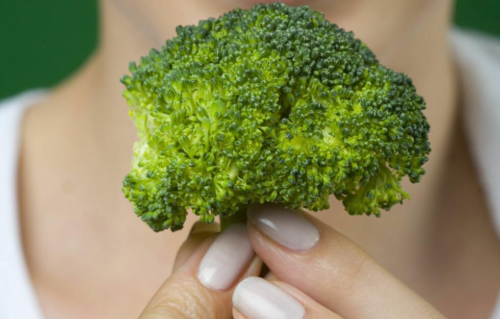 KÅL OG BROKKOLI: Kål (brokkoli er del av kålfamilien) er helt super for kroppen og har mange gunstige fordeler for helsen vår. Visste du at det blant annet kan forebygge kreft? Foto: Media Bakery - Fotolia