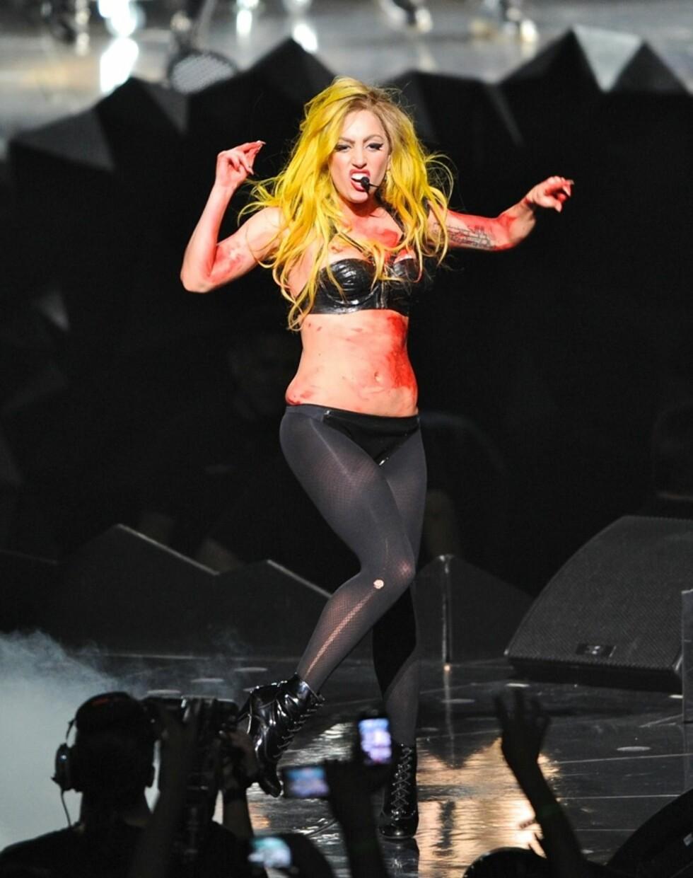 Jukseblod var en viktig del av Lady Gagas show i 2011. Foto: All Over