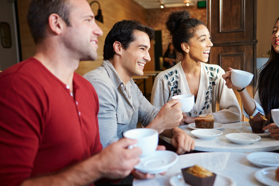 Group Of Friends Meeting In Café Restaurant Foto: Monkey Business - Fotolia